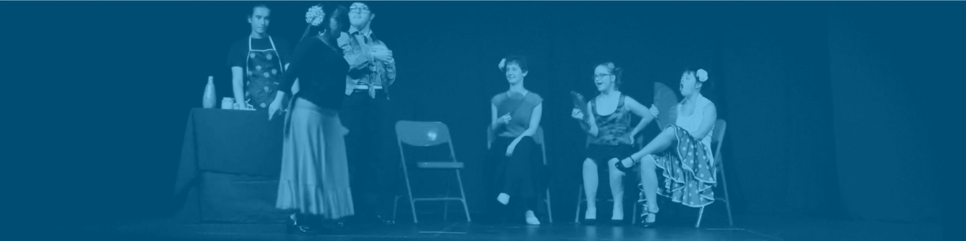 grupo de teatro actuando